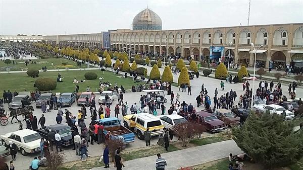 اجرای رالی خودروهای قدیمی در نوروزگاه اصفهان