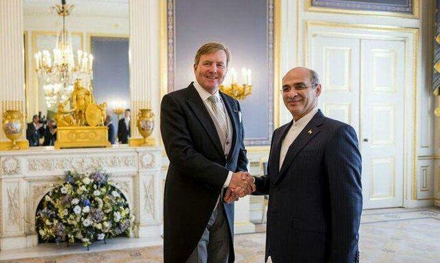 تقدیم پایدار نامه سفیر جدید کشورمان در هلند به پادشاه این کشور