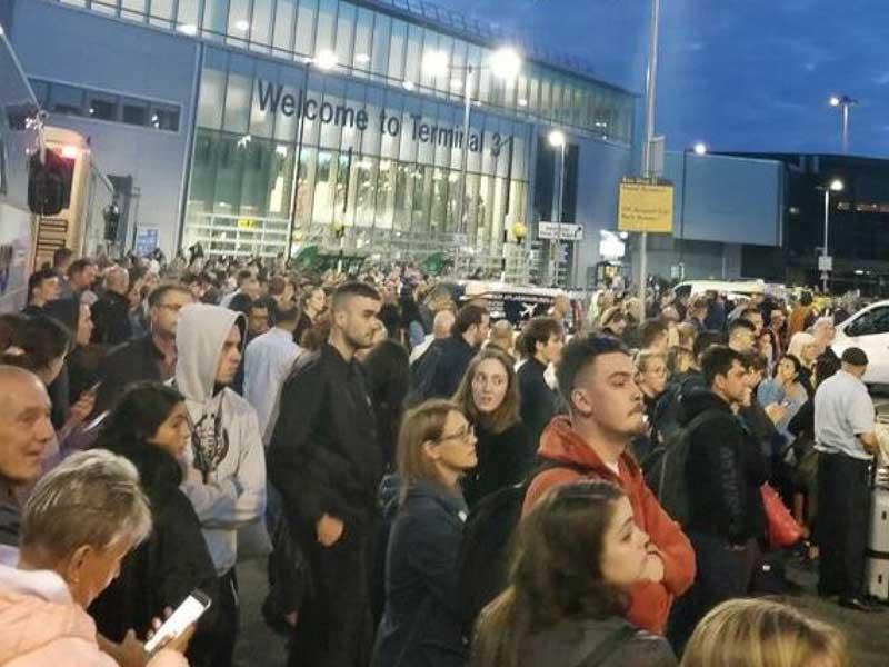 هزاران مسافر فرودگاه منچستر سرگردان شدند