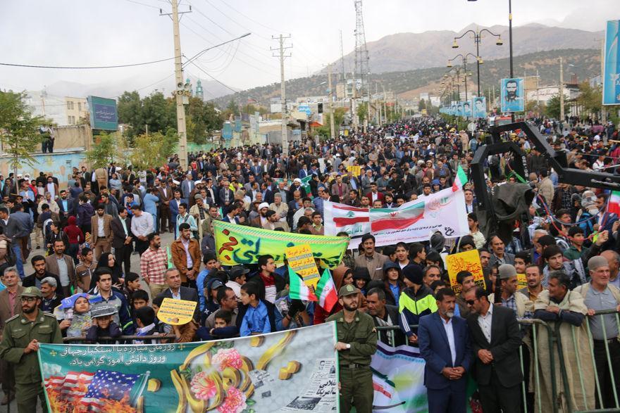 دانشگاهیان دانشگاه یاسوج در راهپیمایی 13 آبان حضور یافتند