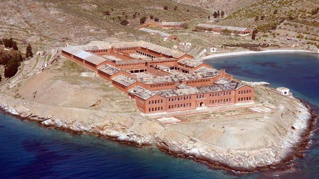 جزیره ای اسرارآمیز و متروکه گیاروس یونان