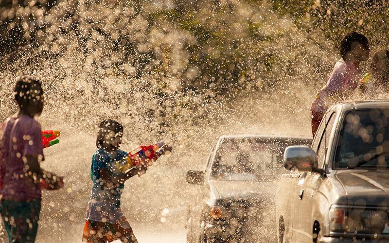 عکس هایی بی نظیر از فستیوال آب تایلند، سونگکران