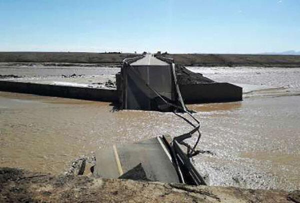 سیلاب 2 راه اصلی در خراسان رضوی را مسدود کرد