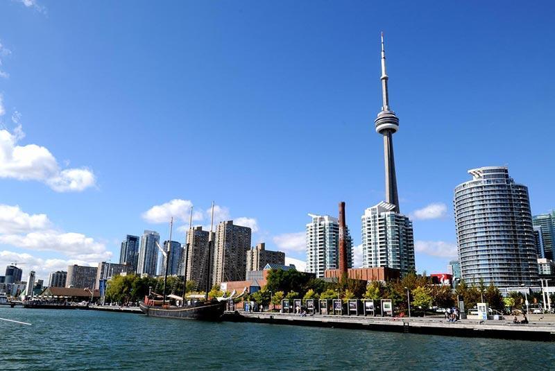 رفتارهایی که هرگز نباید در کانادا از شما سر بزند، تصاویر