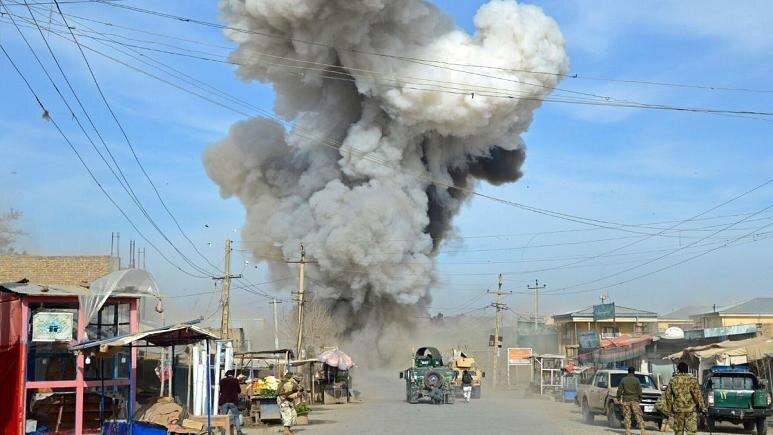 خلیلزاد مدعی کشته شدن 12 کودک در حمله هوایی دولت افغانستان شد
