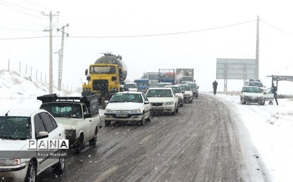 جاده های 9 استان برفی و بارانی است