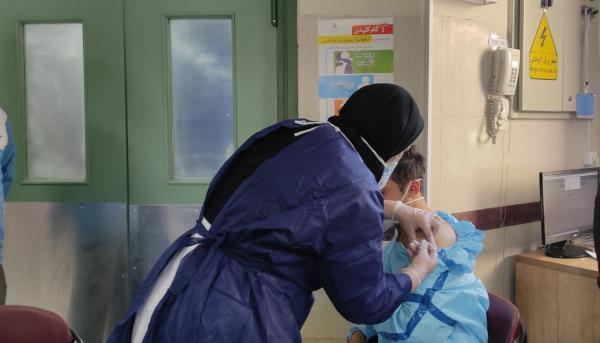 خبرنگاران نخستین مرحله واکسیناسیون کووید 19 در بانه شروع شد