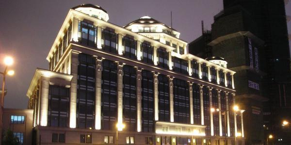 تجهیزات نورپردازی نمای ساختمان ؛ انواع لامپ ها و مراحل اجرا