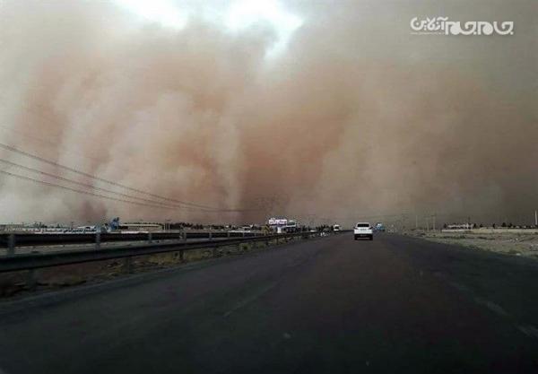 طوفان شن محور فهرج به زاهدان را مسدود کرد