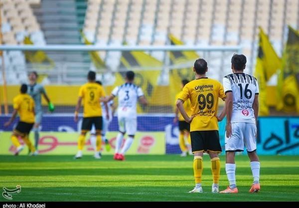 جام حذفی فوتبال، تساوی خوشه طلایی و سپاهان در نیمه اول